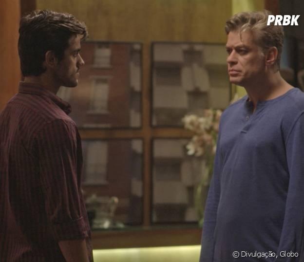 """Novela """"Totalmente Demais"""": Jonatas (Felipe Simas) enfrenta Arthur (Fábio Assunção) ao descobrir viagem de Eliza (Marina Ruy Barbosa)"""