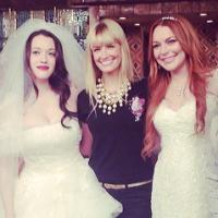 """Vai casar? Lindsay Lohan usa vestido de noiva nos bastidores de """"2 Broke Girls"""""""