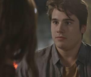 """Em """"Malhação"""": Rodrigo (Nicolas Prattes) vai atrás de Luciana (Marina Moschen) e pede para reatar namoro"""