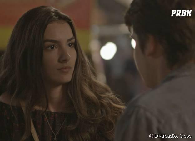 """Novela """"Malhação"""": Luciana (Marina Moschen) é surpreendida por pedido de namoro de Rodrigo (Nicolas Prattes)"""