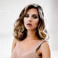 Quem pode, pode! Scarlett Johansson é a mulher viva mais sexy do mundo de 2013