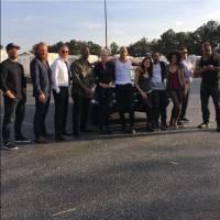 "De ""Velozes & Furiosos 8"": Charlize Theron, Vin Diesel e resto do elenco se reúne em nova foto"
