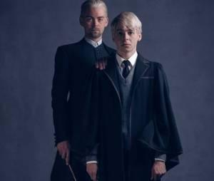 """Alex Price e Anthony Boyle aparecem caracterizados como Draco e Escórpio Malfoy nas novas imagens da peça de """"Harry Potter"""""""