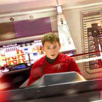 """Anton Yelchin, ator de """"Star Trek"""", morre atropelado pelo próprio carro!"""