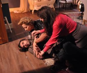 """E o mau caráter Otávio (Felipe Cardoso)ficará tão assustado que terá uma convulsão em """"Pecado Mortal""""!"""