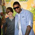 Justin Bieber estava bombando em 2009 e foi ao Kids Choice Awards ao lado de Usher