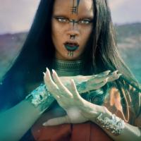 """Rihanna lança o clipe de """"Sledgehammer"""" e surpreende fãs com sensualidade e super produção futurista"""