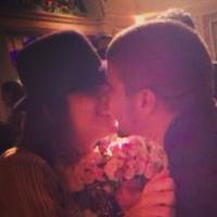 Caio Castro pede Maria Casadevall em casamento após ela pegar buquê de noiva