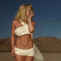 """Britney Spears lança o single """"Make Me"""" e alcança o topo do iTunes em mais de 55 países!"""
