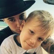 """Justin Bieber publica vídeo do irmão Jaxon cantando e fãs se derretem: """"Seguindo seus passos!"""""""