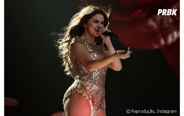 Selena Gomez gosta de aquecer as cordais vocais e tomar chá antes dos shows