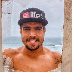 "Caio Castro sensualiza ao lado de Felipe Titto no programa ""Ridículos"", da MTV!"
