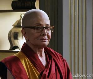 Com a passagem de tempo, Pérola (Glória Menezes) abraça o budismo e segue o caminho monástico