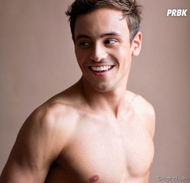 Tom Daley tem 22 anos e é da britânico! O fofo já é bem conhecido entre a galera, e vai disputar na categoria de Saltos Ornamentais