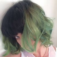 Katy Perry radicaliza no visual, corta a franja e pinta o cabelo de verde!
