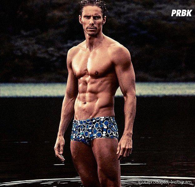 Roland Schoeman veio competir em natação nas Olimpíadas. Ele também está procucando um romance, viu?