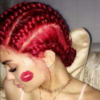 Kylie Jenner faz aniversário de 19 anos e pinta o cabelo de vermelho. Veja fotos!