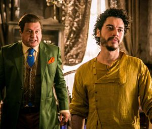 """Novela """"Velho Chico"""": Afrânio (Antonio Fagundes) ameaça Martim (Lee Taylor)!"""