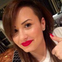 Demi Lovato muda o cabelo mais uma vez e aparece morena!