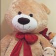 Larissa Manoela mostra sua coleção de ursos e fala do carinho dos fãs!