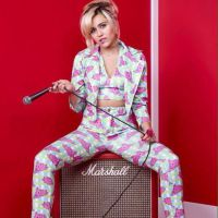 """Miley Cyrus surge sexy em ensaio com Adam Levine e Alicia Keys para o """"The Voice US"""""""