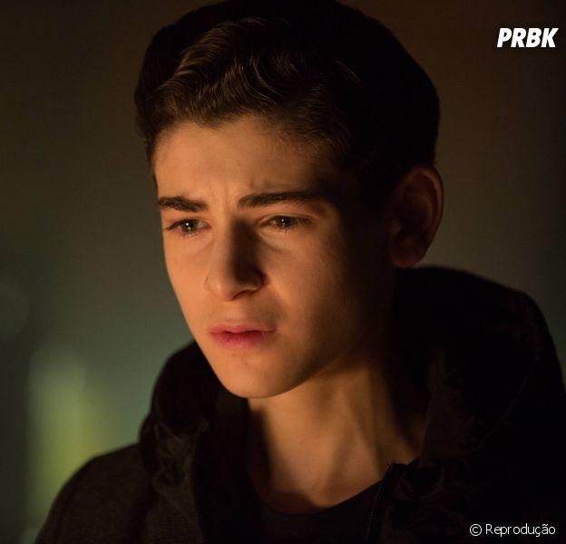 """Em """"Gotham"""", Bruce Wayne (Davis Mazouz) vai interagir com """"gêmeo do mal""""!"""