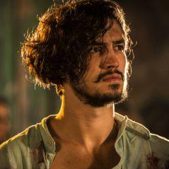 """Final """"Velho Chico"""": Miguel (Gabriel Leone) recebe herança de Encarnação após morte da avó"""