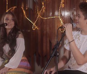 Larissa Manoela e João Guilherme cantaram no canal do menino