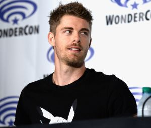 "Tente ver fotos do Luke Mitchell, ""Agents of SHIELD"", sem babar!"