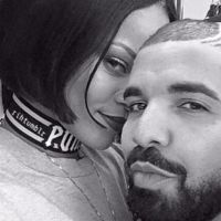 "Rihanna e Drake apaixonados! Rapper volta a se declarar para a dona do hit ""Needed Me"" em show"