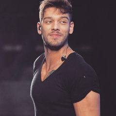 """Lucas Lucco funkeiro? Astro canta """"Malandramente"""" e """"Bumbum Granada"""" em versão acústica e fãs piram"""