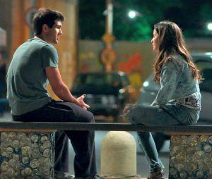 """Em """"Malhação"""": Rômulo (Juliano Laham) briga com Nanda (Amanda de Godoi) após grosseria da amiga"""