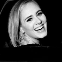 """Adele ultrapassa 10 milhões de cópias vendidas do CD """"25"""" e recebe certificado de diamante nos EUA"""