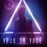 """Sam Alves beija muito e surpreende fãs em clipe explosivo do novo single, """"Vejo Só Você"""". Assista!"""
