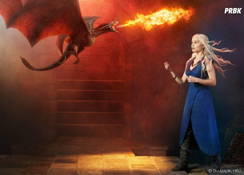 """Em """"Game of Thrones"""", Daenerys (Emilia Clarke) é a soberana da série"""