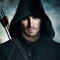 """Em """"Arrow"""": na 5ª temporada, Oliver (Stephen Amell) ganha um novo uniforme!"""