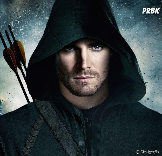 """Em """"Arrow"""", Oliver (Stephen Amell) ganha novo uniforme na 5ª temporada!"""