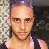 Christopher Uckermann, ex-RBD, muda o visual e aparece com a cabeça raspada em nova foto!