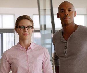 "Em ""Supergirl"": Kara (Melissa Benoist) ganha ajuda deJimmy Olsen (Mehcad Brooks) como Guardião!"