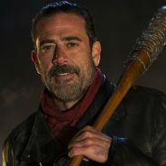 "De ""The Walking Dead"", na 7ª temporada, Jeffrey Dean Morgan é xingado por fã: ""Mostrou dedo do meio"""