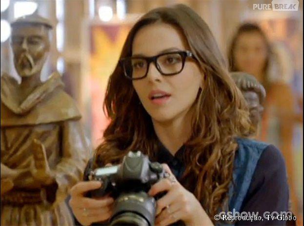 """Marina (Tainá Müller) quer agradar Clara (Giovanna Antonelli) e tem cartões recusados na trama de """"Em Família""""!"""