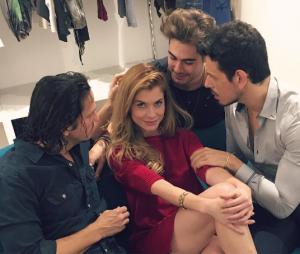 Alinne Moraes posa ao lado deRafael Vitti, Vladimir Brichta e João Vicente de Castro no Instagram