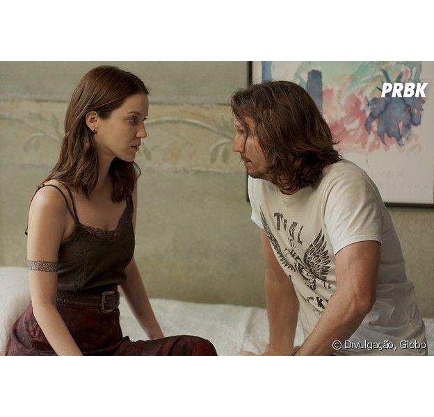 """Em """"Rock Story"""": Gui (Vladimir Brichta) e Júlia (Nathalia Dill) quase são flagrados por Diana (Alinne Moraes)!"""