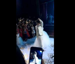 João Guilherme Ávila e Larissa Manoela dançando valsa no aniversário de 15 anos da atriz