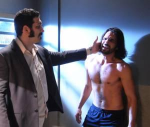"""Em """"Pecado Mortal"""", Otávio (Felipe Cardoso)se desespera ao se dar conta que vai ser torturado!"""