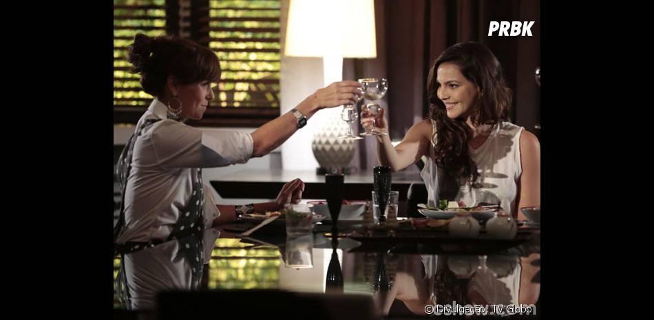 """Na trama de """"Em Família"""",Marina (Tainá Müller) e Clara (Giovanna Antonelli) ainda não se beijaram, mas relacionamento será afirmado em próximos capítulos!"""