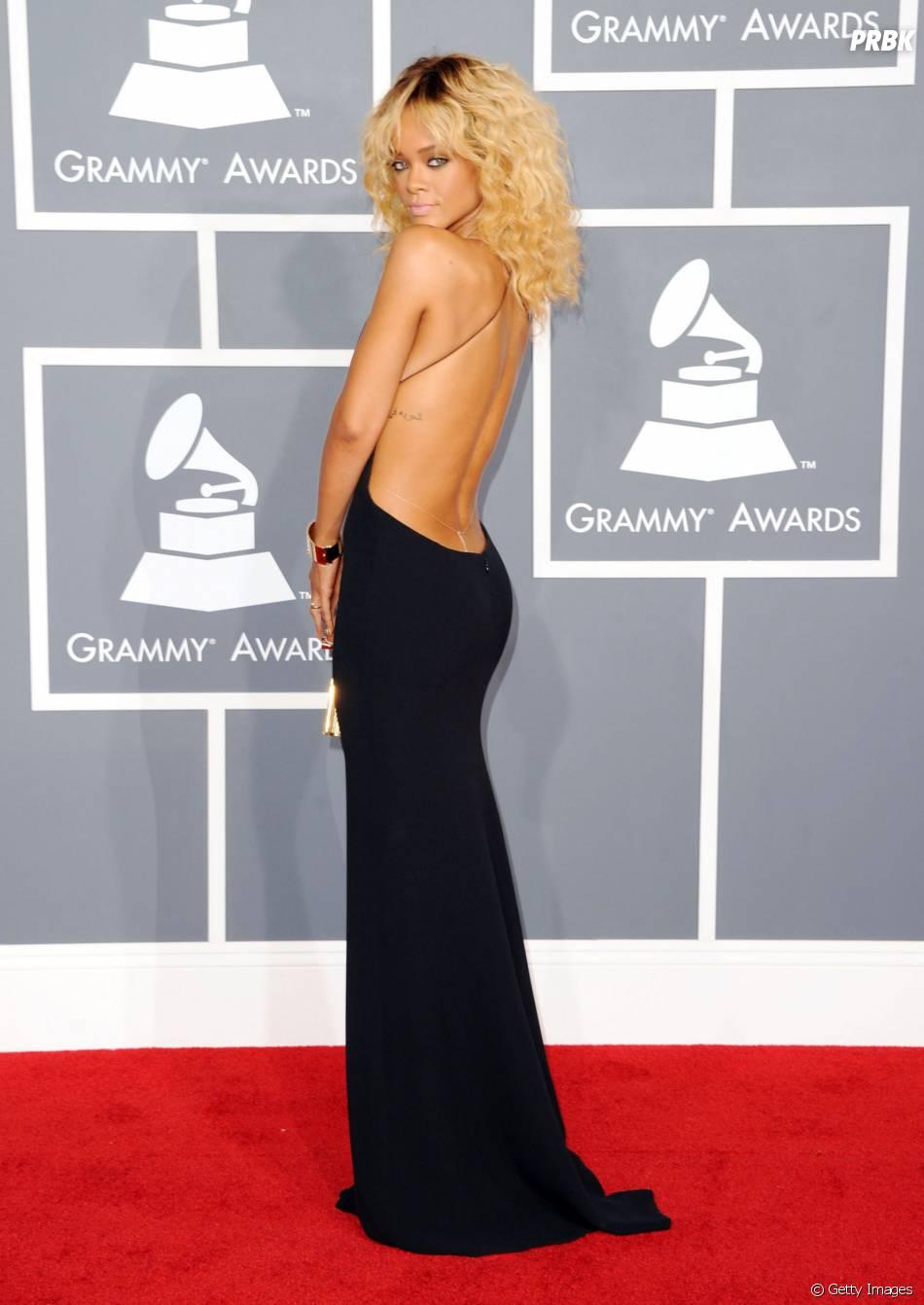 Durante o Grammy, Rihanna deixou o cofrinho à mostra