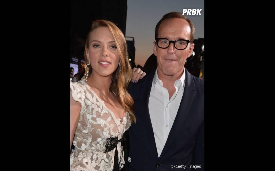 """Clark Gregg e Scarlett Johansson no lançamento de """"Capitão América 2"""", história do filme envolveu a série """"Agents of S.H.I.E.L.D.""""!"""