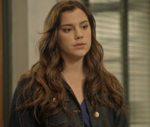 """Em """"A Lei do Amor"""": Marina (Alice Wegmann) diz que é Isabela para Tião (José Mayer)"""