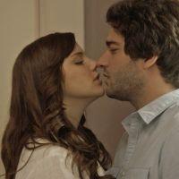 "Novela ""A Lei do Amor"": Marina (Alice Wegmann) e Tiago esquentam o clima durante massagem!"